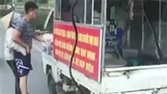 Chiến sỹ công an mặc quần đùi, áo cộc tay xử lý người bán hàng rong bị điều chuyển công tác