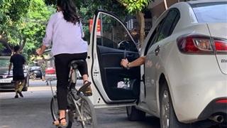 Kỹ năng mở cửa xe an toàn