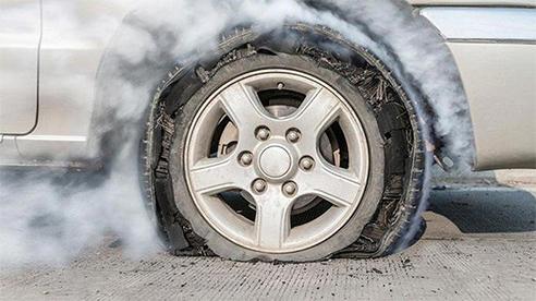 Cách xử lý khi xe bị nổ vỏ
