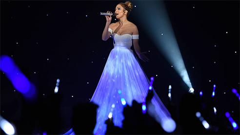 Màn trình diễn ánh sáng tuyệt vời trên chiếc váy của Jennifer Lopez