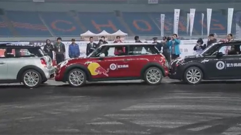 Cú đỗ xe cực chuẩn phá vỡ kỷ lục Guinness