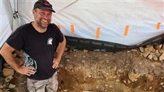 Dò kim loại trên đồng, phát hiện 'kho báu quốc gia' vô giá 3.000 năm tuổi