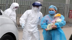 Cháu bé 8 tháng tuổi ở Đà Nẵng đã chữa khỏi Covid-19, được cô ruột đón về nhà chăm sóc
