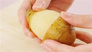 Mẹo giúp lột vỏ khoai tây siêu nhanh
