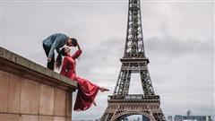 Cư dân mạng 'rần rần' đăng ảnh check-in tại Paris (Pháp), tự nhủ muốn hạnh phúc bền lâu phải chụp ảnh cưới tại đây!