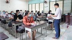 Thầy giáo coi thi tốt nghiệp THPT mắc COVID-19: Xét nghiệm 1.295 người là F1, F2