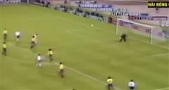 Khi thủ môn không cần dùng tay bắt bóng