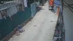Clip: Biker nhí ôm cua hơi lỗi một tí khiến chiếc xe đạp rụng rời, dân mạng vừa thương vừa buồn cười