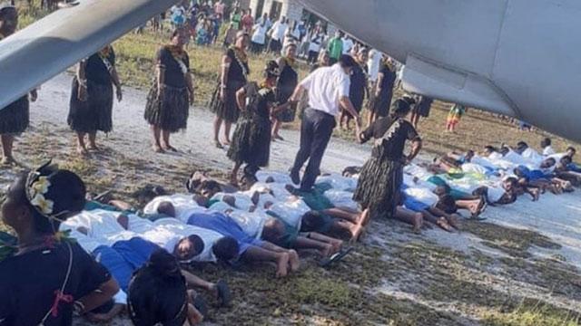 Kiribati: Từ 'lời nguyền' cấm rẽ trái cho tới phong tục gây tranh cãi nảy lửa trong buổi đón tiếp đại sứ TQ