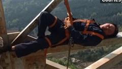 Treo mình lơ lửng ngủ trưa ở độ cao 50 mét