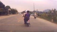 Phóng xe máy như bay, 2 thanh niên nhận kết cục bi thảm