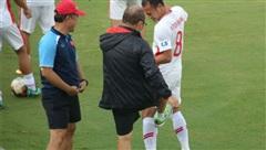 HLV Park Hang-seo túm cổ, 'tung cước' với Quế Ngọc Hải và Trọng Hoàng trước trận đấu giao hữu của U22 Việt Nam