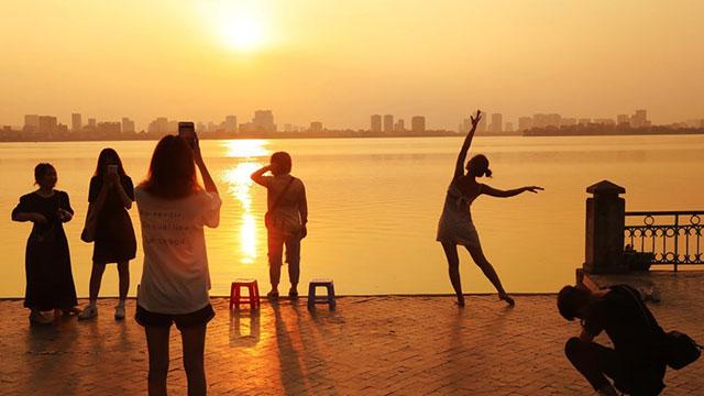[Photo] Thủ đô Hà Nội dịu dàng trong nắng vàng đầu Thu