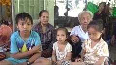 Rớt nước mắt trước cảnh 3 anh em mất cả cha mẹ vì tai nạn giao thông