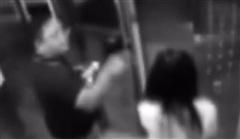Nhờ bấm thang máy không được, người đàn ông tát tới tấp khiến cô gái gãy cả ngón tay