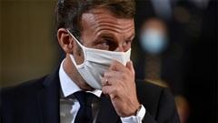 Cởi khẩu trang để ho trước đám đông, Tổng thống Pháp bị chỉ trích