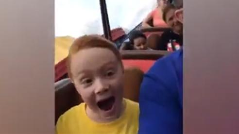 Biểu cảm 'ngất ngây' của trẻ khi đi chơi công viên