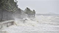 Bão số 5 áp sát các tỉnh từ Quảng Bình đến Quảng Nam, ở đảo Lý Sơn gió giật cấp 9