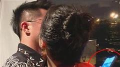 Hậu trường hài hước của Hương Giang và bạn trai CEO Singapore, vừa hôn nhau đắm đuối vẫn lướt facebook để đăng ảnh 'sống ảo'