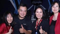 MC Lưu Minh Vũ khoe ảnh ekip Đường lên đỉnh Olympia năm đầu tiên, mới đó mà đã 20 năm từ ngày 'mở đường'