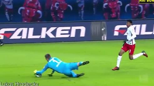 Những thẻ đỏ ngớ ngẩn nhất của thủ môn