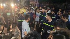 ĐỪNG LỠ ngày 22/9: Trăm người trắng đêm tìm người bị nước cuốn trôi ở Đồng Nai; Kinh hoàng container tông nát ô tô con, cuốn nhiều xe máy vào gầm