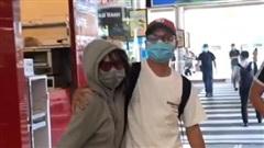 Gặp lại Quang Hải sau bao ngày, Huỳnh Anh ôm chầm lấy bạn trai ngay ở cửa sân bay và 'chiêu đãi' một bữa thịnh soạn