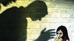 Nữ sinh lớp 7 bị bảo vệ xâm hại nhiều năm: Kinh hoàng 'ác quỷ' đội lốt trong nhà trường