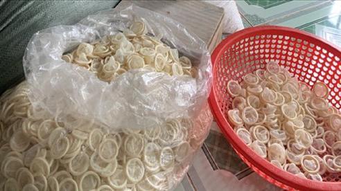 Chủ cơ sở tái chế bao cao su đã qua sử dụng có thể bị truy cứu hình sự