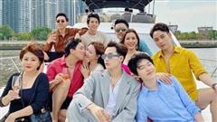 Dress code của sao Việt khi mở tiệc trên du thuyền: Team trắng đen chanh sả, team bảy sắc cầu vồng
