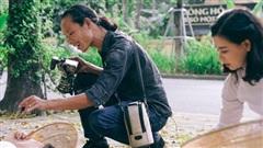 Toát mồ hôi theo chân anh 'công nhân ảnh' chuyên chụp 'lá vàng rơi' phục vụ chị em ở phố cổ Hà Nội: Phải có kỹ năng đặc biệt mới tồn tại được với nghề