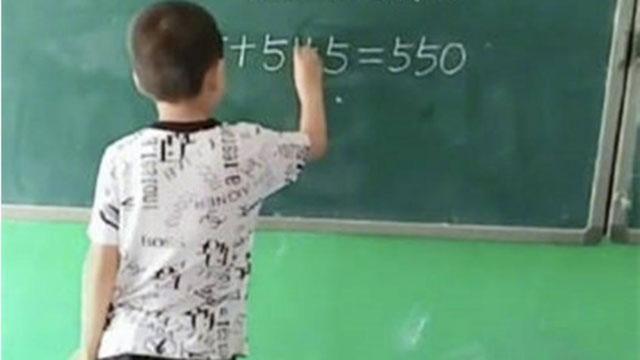'5+5+5=550': Phép tính của học sinh tiểu học khiến cư dân mạng tâm phục khẩu phục 'Đây chắc chắn là thiên tài'
