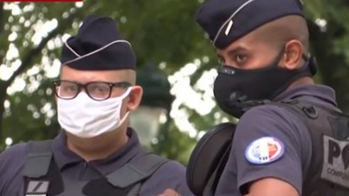 Pháp Sơ Tán Hàng Trăm Người Khỏi Khu Vực Tháp Eiffel Tránh Khủng Bố Đánh Bom