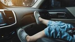 Tại sao không nên cho trẻ em ngồi ghế trước
