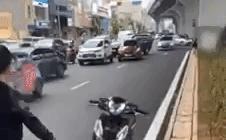 Vụ nhóm thanh niên đập xe máy sau va chạm với 'bà bầu' ở Hà Nội: Chủ phương tiện lên tiếng