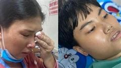 Con trai mắc căn bệnh hiểm khiến máu liên tục chảy trong bụng, người mẹ nghẹn ngào: 'Bao nhiêu tiền mẹ cũng phải cứu con'