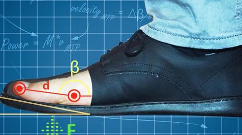 Những đôi giày có đế cong lên ở mũi chân đang dẫn chúng ta đi ngược chiều tiến hóa