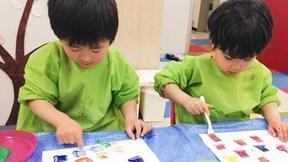 Học người Nhật kích thích sự sáng tạo của trẻ từ Bộ màu không tên