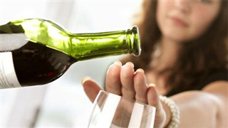 Ép buộc người khác uống rượu bia có thể bị phạt lên đến 3 triệu đồng