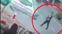Clip: Màn dàn cảnh trộm xe máy khiến nạn nhân ngơ ngác đuổi theo trong vô vọng