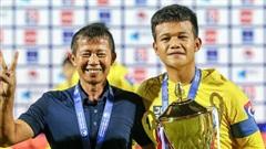 Thú vị chuyện đàn em Văn Đức giải nghệ ở tuổi 17, ngay sau khi làm đội trưởng '12 phút' và cùng bố vô địch giải trẻ