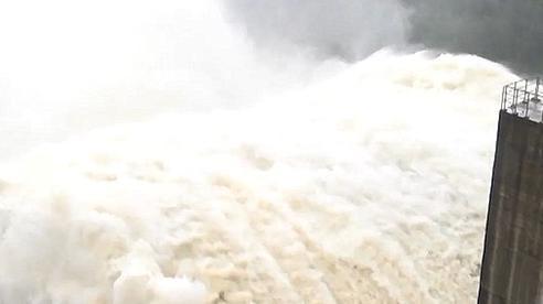 3 thủy điện đang xả 5.100m3/s, tối nay thêm thủy điện Sông Tranh 2 xả lũ