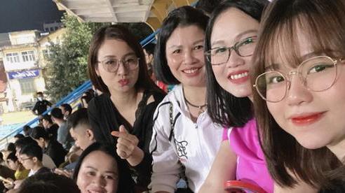 Ngạc nhiên chưa, mẹ hot girl Huỳnh Anh bay ra Hà Nội hội ngộ với mẹ Quang Hải, thân thiết như này khéo sắp bàn chuyện đám cưới tới nơi