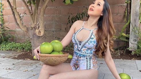 'Gái nhảy' Minh Thư gây tranh cãi khi mặc bikini ra vườn hái bưởi