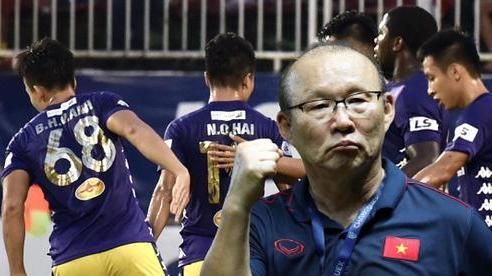 Món quà bất ngờ cho thầy Park: 'Duy Mạnh, Đình Trọng trở lại chưa chắc hay bằng cậu ấy!'