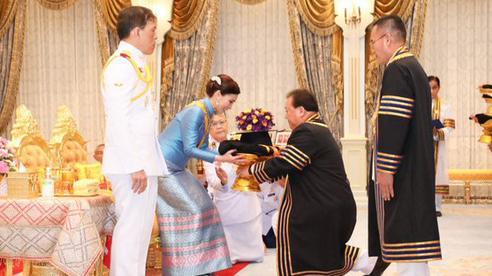 Thái Lan: Hoàng hậu Suthida được Đại học Hoàng gia trao 39 bằng danh dự trong một ngày