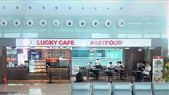 Bát phở, chai nước đắt đỏ ở sân bay không khách: Doanh nghiệp dịch vụ 'ăn theo' hàng không nhận cú sốc, bết bát