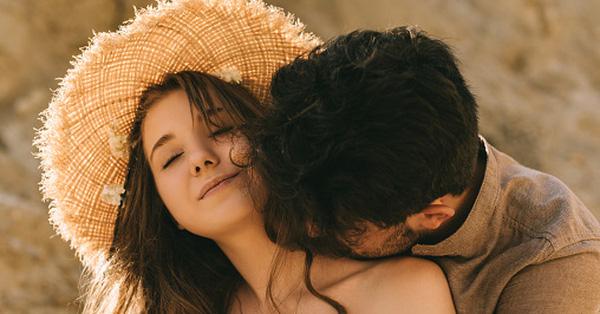 Bác sĩ chỉ ra 'điểm chết' trên cơ thể: Quan hệ vợ chồng dù cảm xúc dâng cao đến đâu cũng tránh hôn vị trí này nếu không muốn mất mạng