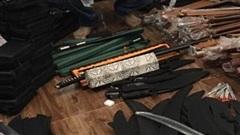 Chặn người đàn ông đi xe máy, công an phát hiện kho vũ khí 'khủng' ở Sài Gòn