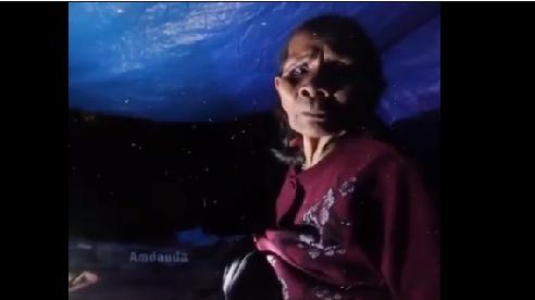 Xót xa cảnh mẹ già nằm trốn lũ cạnh mộ chồng suốt 5 ngày: 'Dưới hắn ngập hết không có chỗ ngồi'